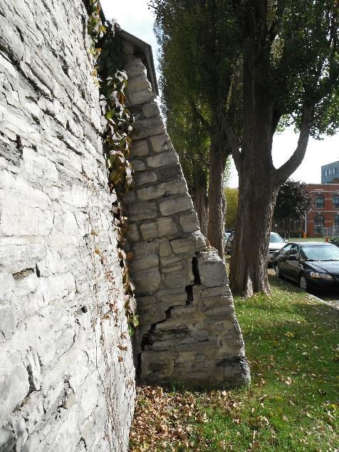 Face extérieure du mur